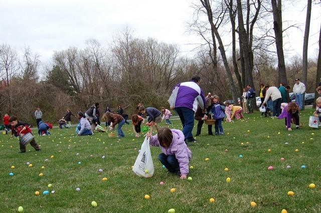 2010-Easter Egg Hunt 023