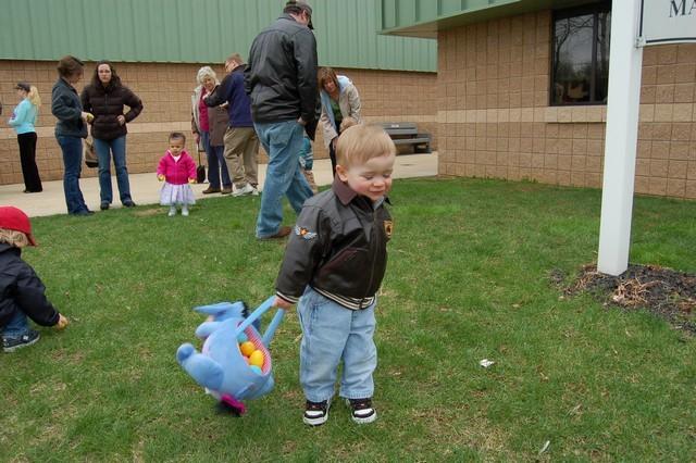 2010-Easter Egg Hunt 037