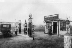 whiteley-gasstation-1920