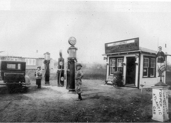 Whiteley Gas Station in 1920