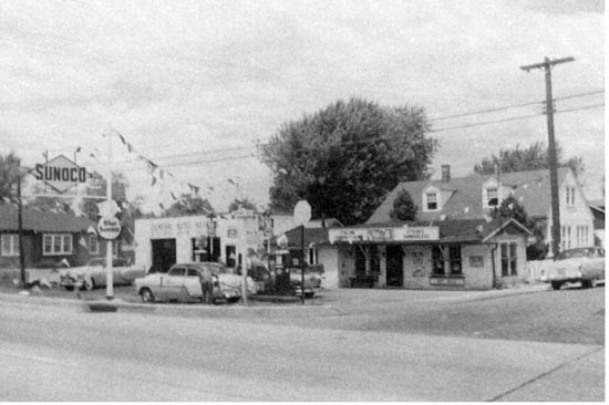 Whiteley Gas Station in 1945